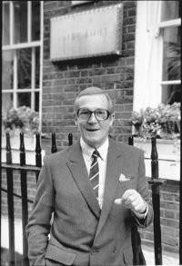 Hardy Amies, 1980