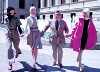 Beene with models, wearing fall 1972, in front of the Metropolitan Museum of Art.