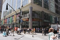 Office workers, residents and tourists converge on Manhattan Mall.