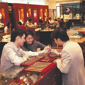 Mainland Chinese tourists shop for jewelry in Hong Kong.
