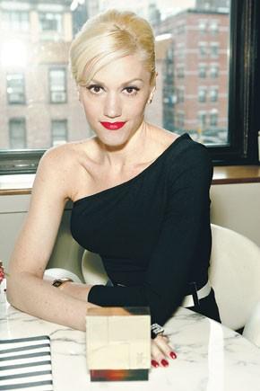 Gwen Stefani with her L fragrance.