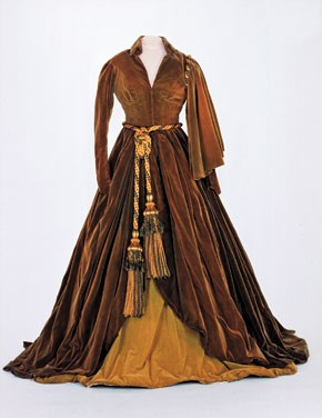 """""""Gone With the Wind"""" curtain dress."""