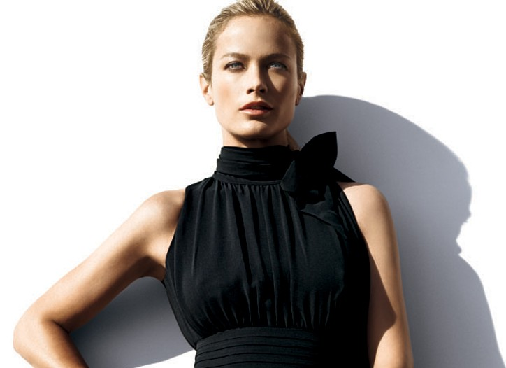 Banana Republic's fall ad campaign with Carolyn Murphy.
