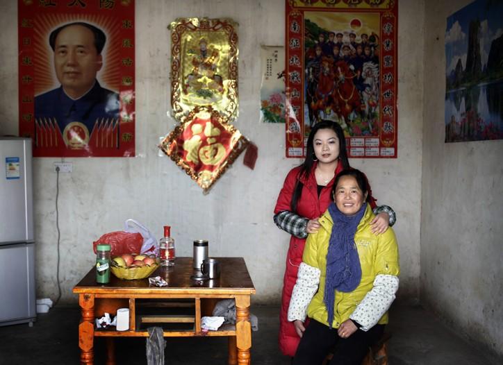 Zhang Yunxiu and her daughter, Wu Wenjun.