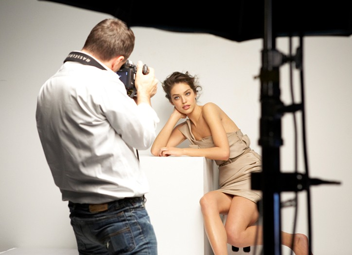 Behind the scenes with Emily DiDonato on a Maybelline New York ad shoot.