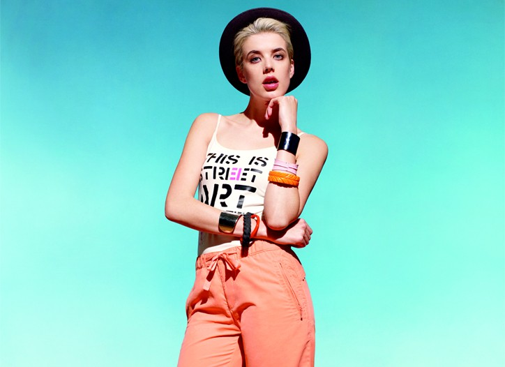 Agyness Deyn in an ad for Uniqlo.