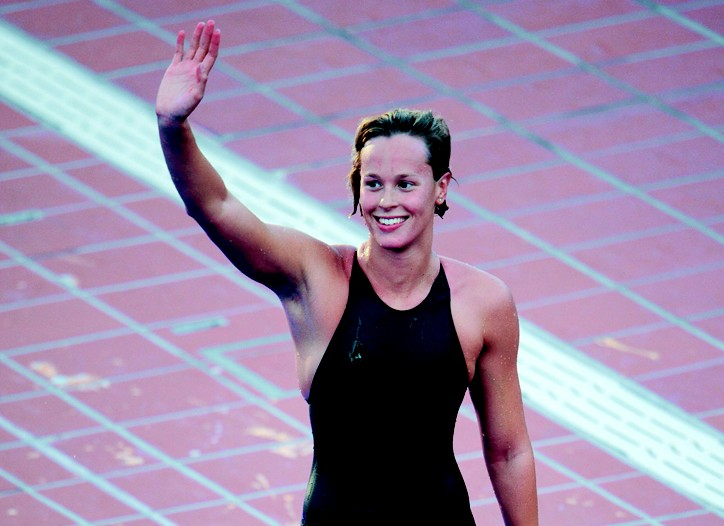 In a Jaked swimsuit, Federica Pellegrini became the first woman to break four minutes in the 400-meter freestyle.