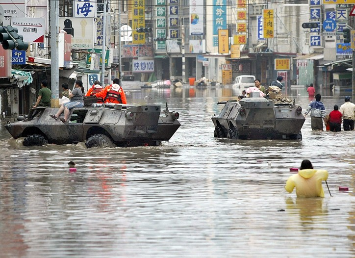 Soldiers aided those trapped by floods after Typhoon Morakot hit Taichung, Taiwan.