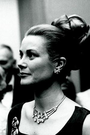 Princess Grace of Monaco in 1963 wearing a Cartier necklace.