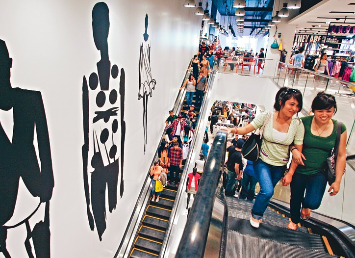 Slow August same-store sales didn't help analysts' outlook for back-to-school.