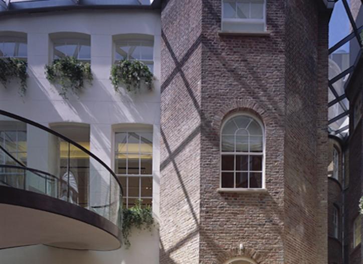 Hermès' has purchased Asprey's New Bond Street store in London.