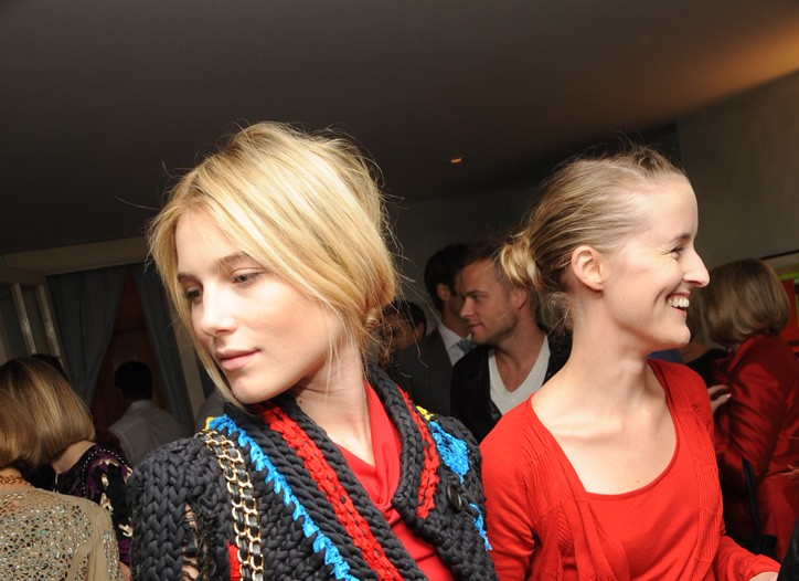 Dree Hemingway in Ohne Titel with Flora Gill.