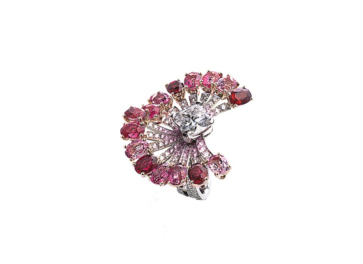 Louis Vuitton white and red gold ring with diamonds, spinels and pink sapphires.