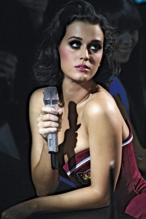 Katy Perry in West Ham's colors.