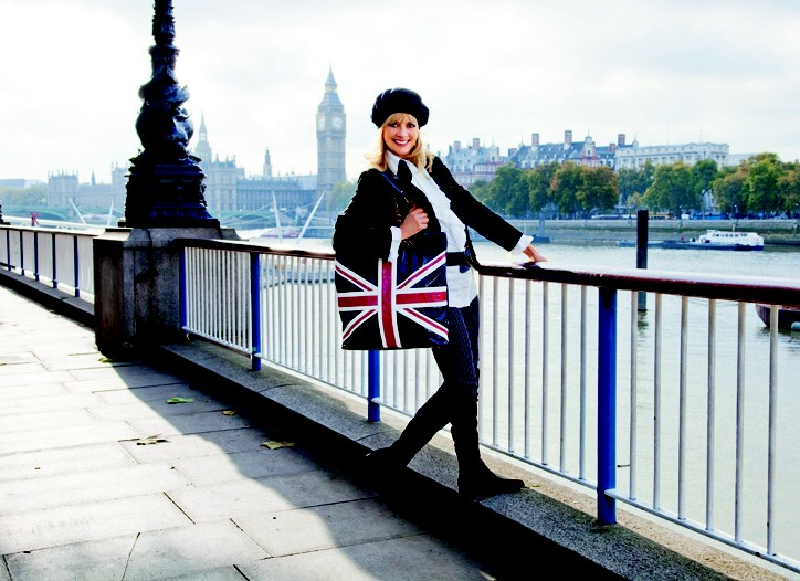 Twiggy with a bag from the Twiggy London line.