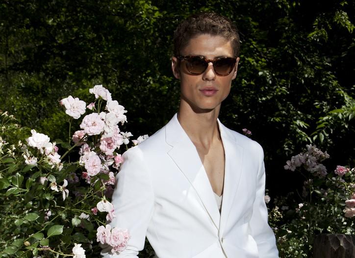 Jil Sander's suit and LNA's T-shirt, both in cotton. Persol sunglasses; Jil Sander shoes.