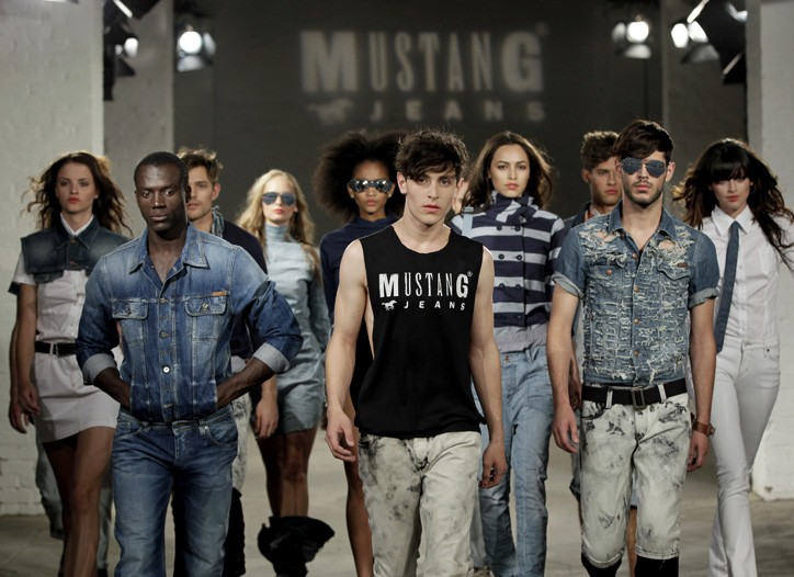Looks from Mustang.