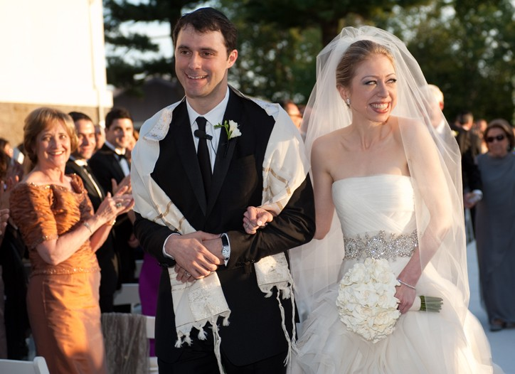 Marc Mezvinsky in Burberry and Chelsea Clinton in Vera Wang.