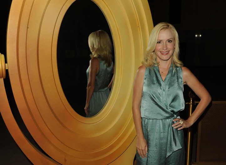 Angela Kinsey and the mirror