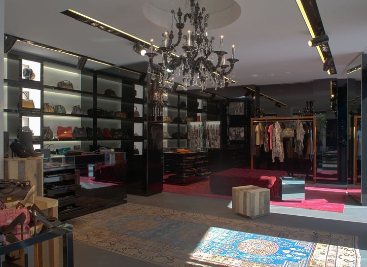 A view of the Dolce & Gabbana/Via Spiga 2 accessories-only store.
