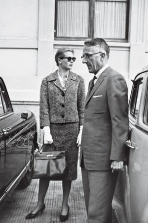 Grace Kelly holds what would become the Kelly bag, in 1959, seen with Philadelphia surgeon James Lehman. The actress was in town to have her appendix out.