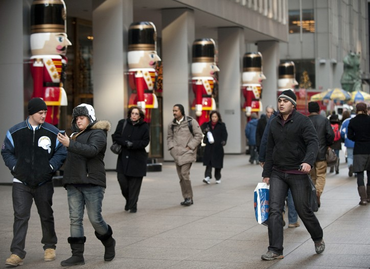 Holiday shoppers on Sixth Ave.
