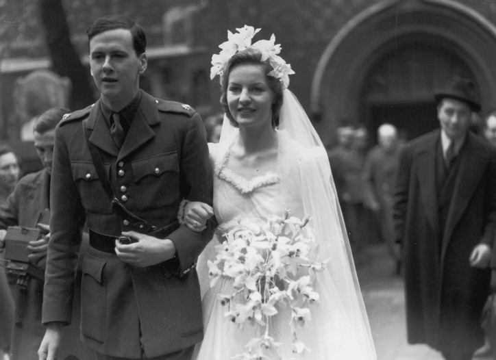 Chatsworth bound: The future Duke and Duchess of Devonshire, Deborah Mitford and Lord Andrew Cavendish, 1941.