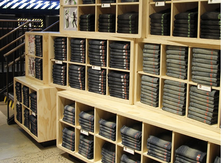 The store features interactive elements.
