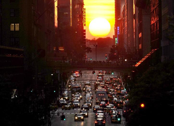 Manhattanhendge strikes at 8:25 p.m. Wednesday.