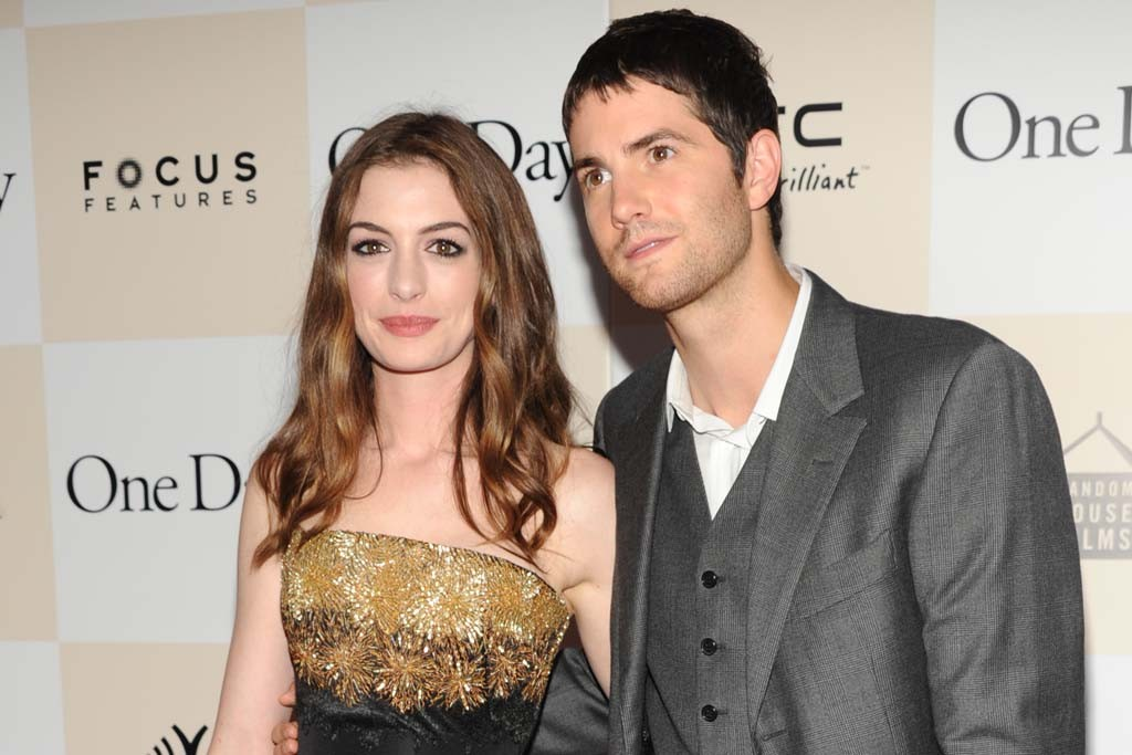 Anne Hathaway in Alexander McQueen with Jim Sturgess