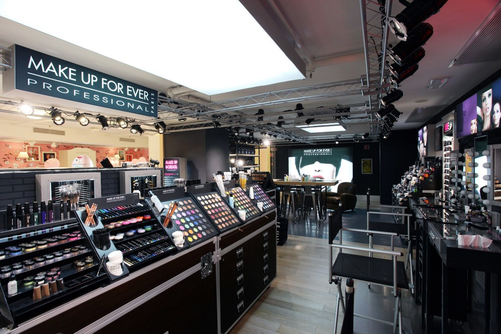 Make Up For Ever and Benefit have a shop-in-shop in Sephora in Milan.