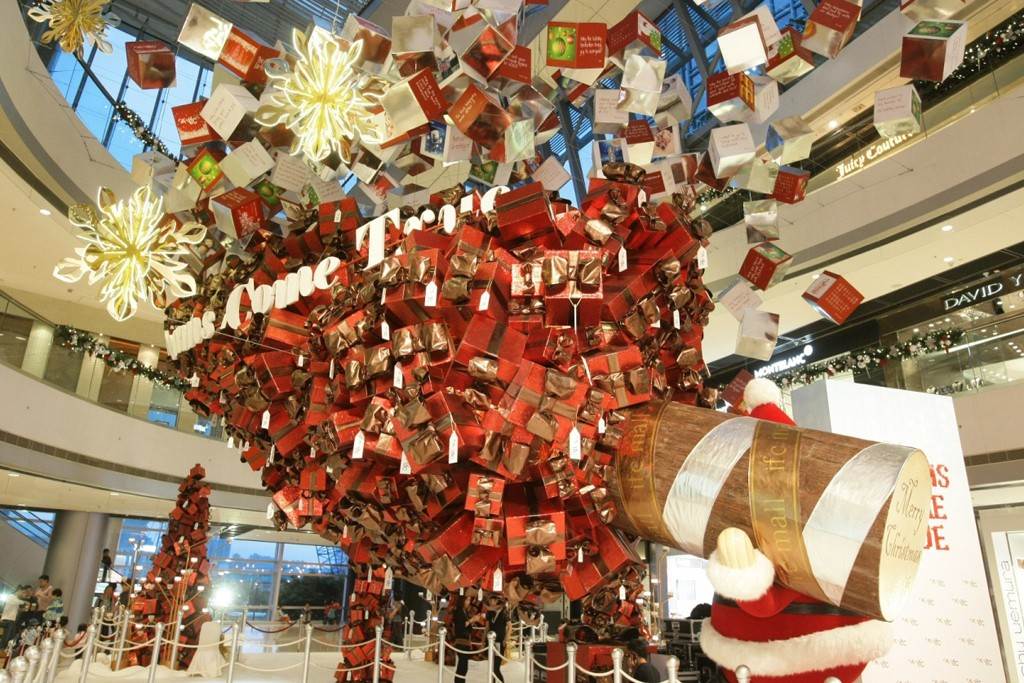 Christmas decorations at the IFC Mall