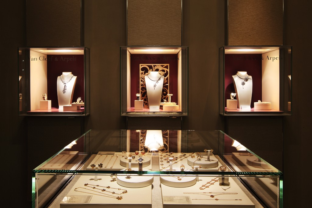 A look at the Van Cleef & Arpels boutique.