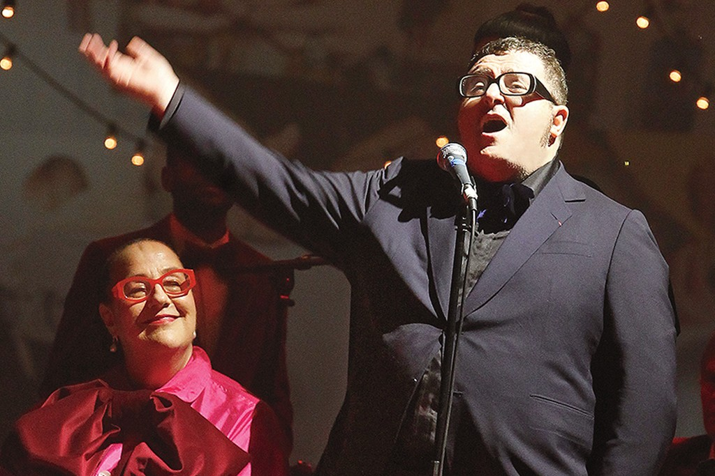 Alber Elbaz at the mic, with Kim Hastreiter.