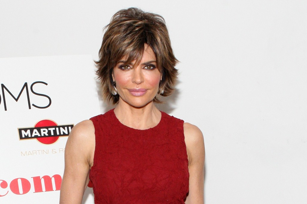 Lisa Rinna looks chic and demure in this just-past-the-knee sheath.