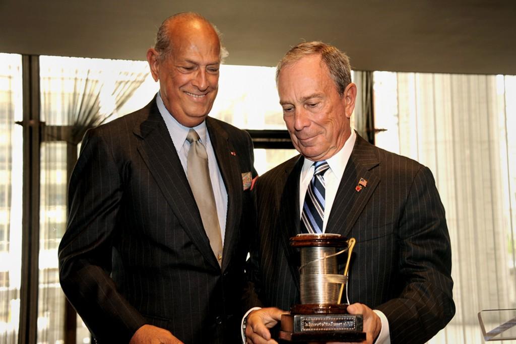 Oscar de la Renta and Mayor Michael Bloomberg