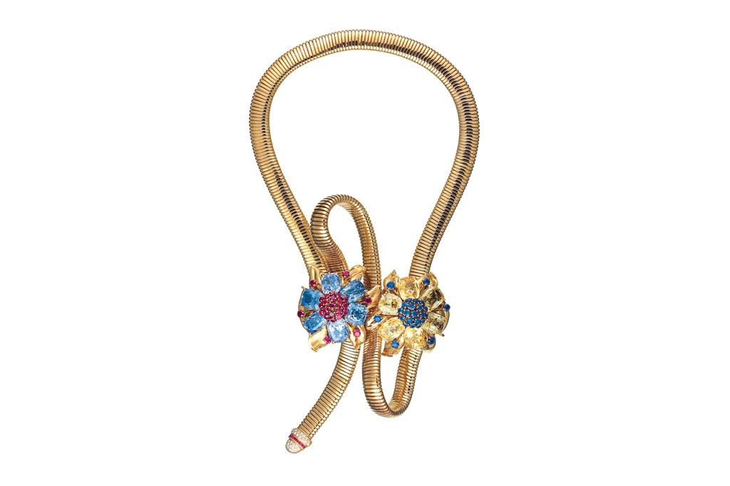 A Van Cleef & Arpels necklace.