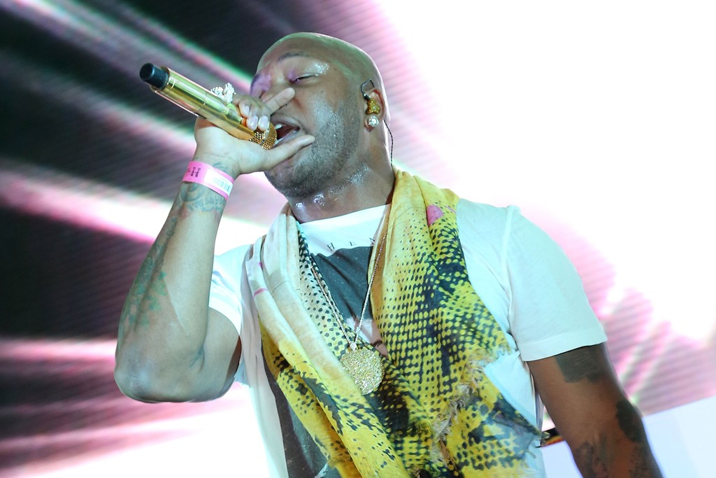 Flo Rida performs at H&M's Miami Beach store opening.