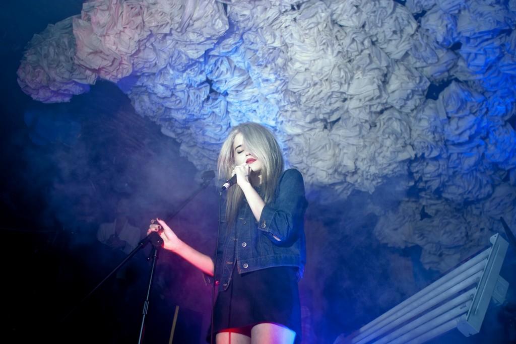 Sky Ferreira performing.
