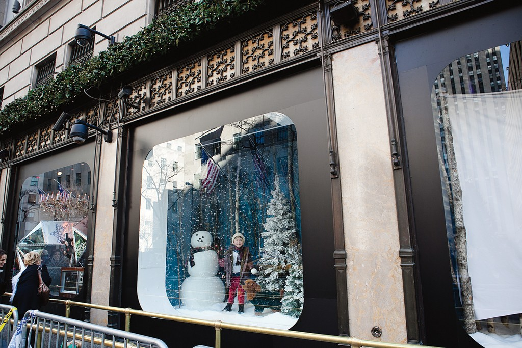 Saks Fifth Avenue: 611 Fifth Ave