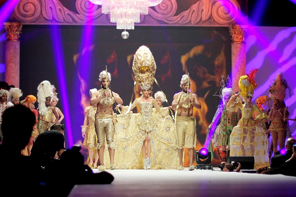 The costumed runway show with rock and 18th-century royal court themes.
