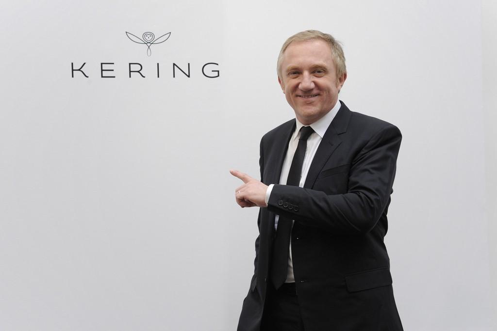 François-Henri Pinault pointing to the Kering logo.