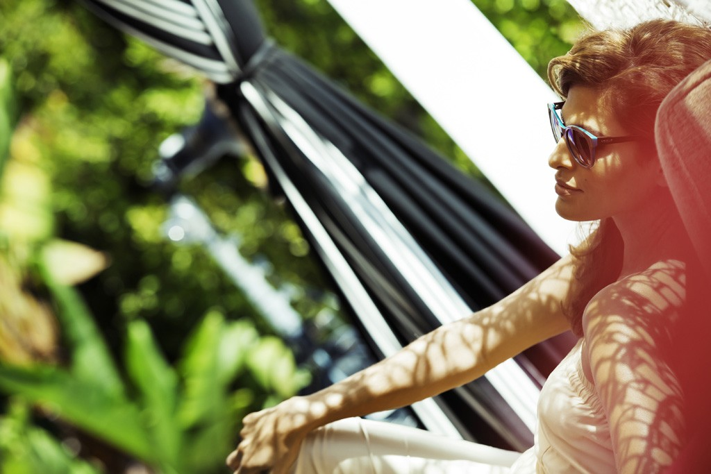 Behind the scenes at the Vogue Eyewear campaign shoot with Eva Mendes and Mario Testino.