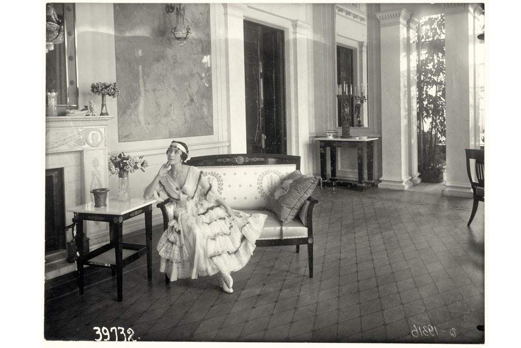 The actress Vera Komissarzhevskaya in 1900.