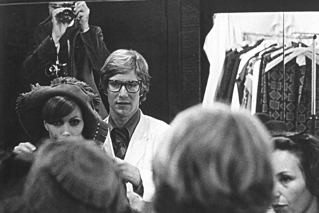 Danielle Luquet de Saint Germain and Yves Saint Laurent at the fitting of the fall winter collection 1968-1969.