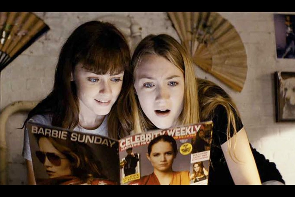 Violet (Alexis Bledel) and Daisy (Saoirse Ronan) poring over their favorite fan magazine.