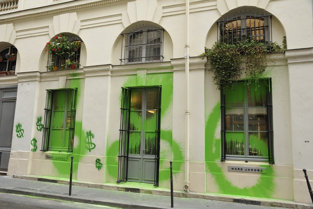 The Paris Palais Royal's Marc Jacobs store tagged by Kidult.