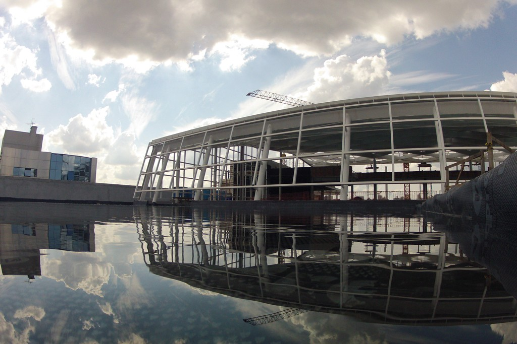 Construction progress for the Patio Batel mall in Curitiba, Brazil.