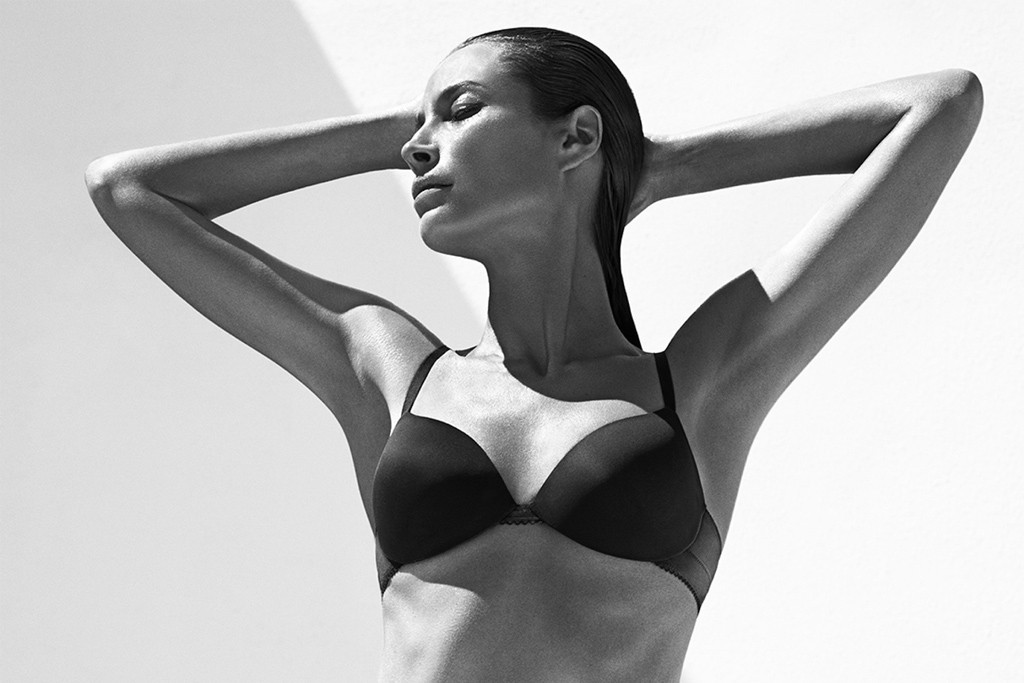 Christy Turlington Burns in the Calvin Klein Underwear ad campaign, shot by Mario Sorrenti.