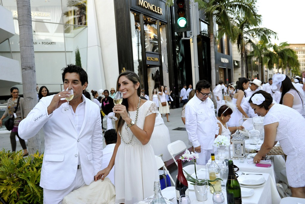 Partygoers at Beverly Hills' Dîner en Blanc.